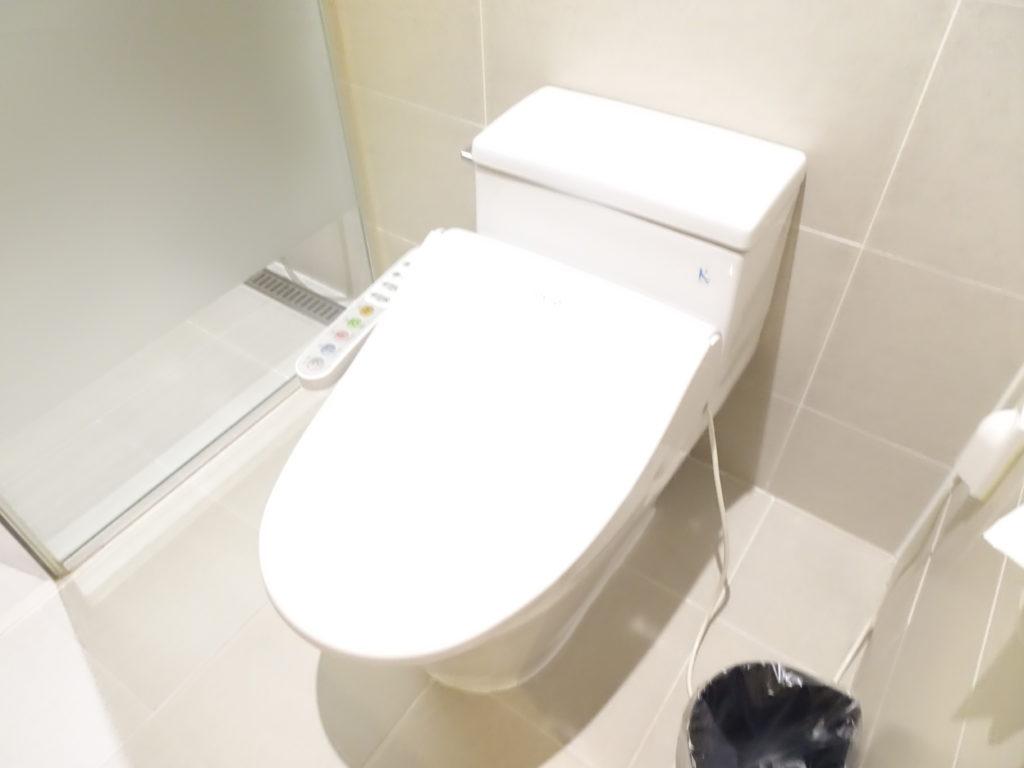 NEW ORIENTAL HOTELのトイレはウォシュレット付き