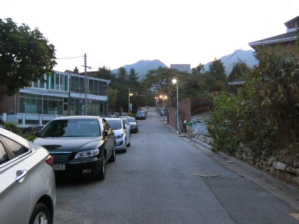 ユ・ジホが住んでいたアパートへ続く道