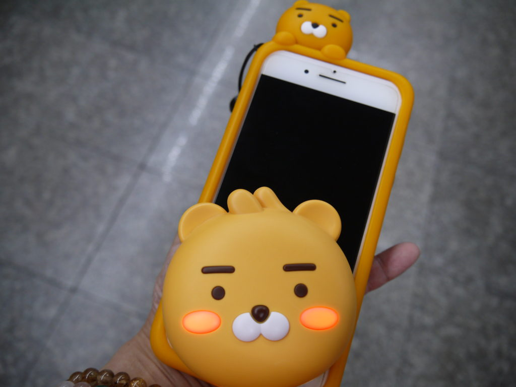 韓国旅行の必需品、スマホとモバイルバッテリー