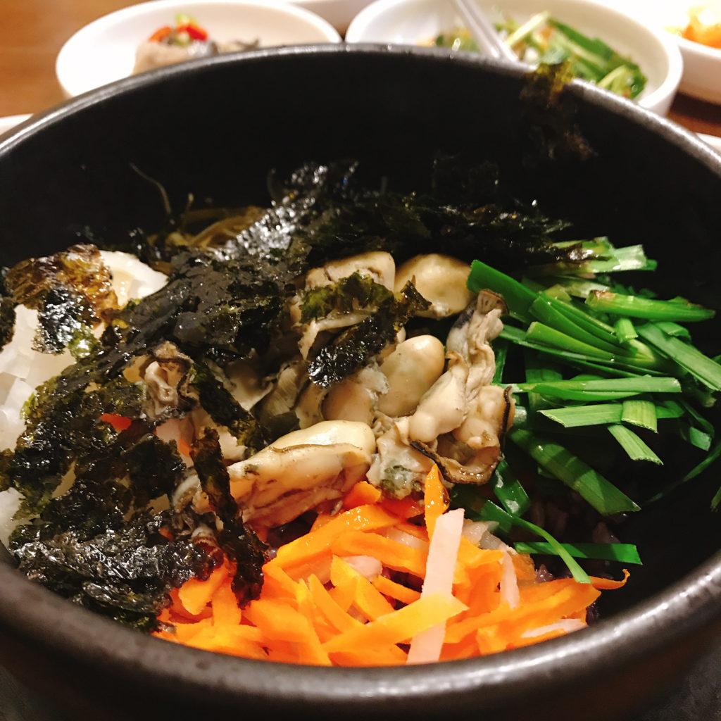 牡蠣料理専門店モリョのカキの石焼ビビンバ