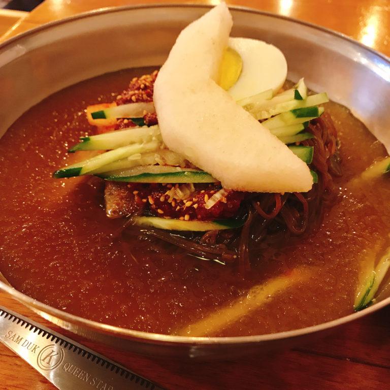 ユチョン冷麺はシャーベット状のスープが特徴
