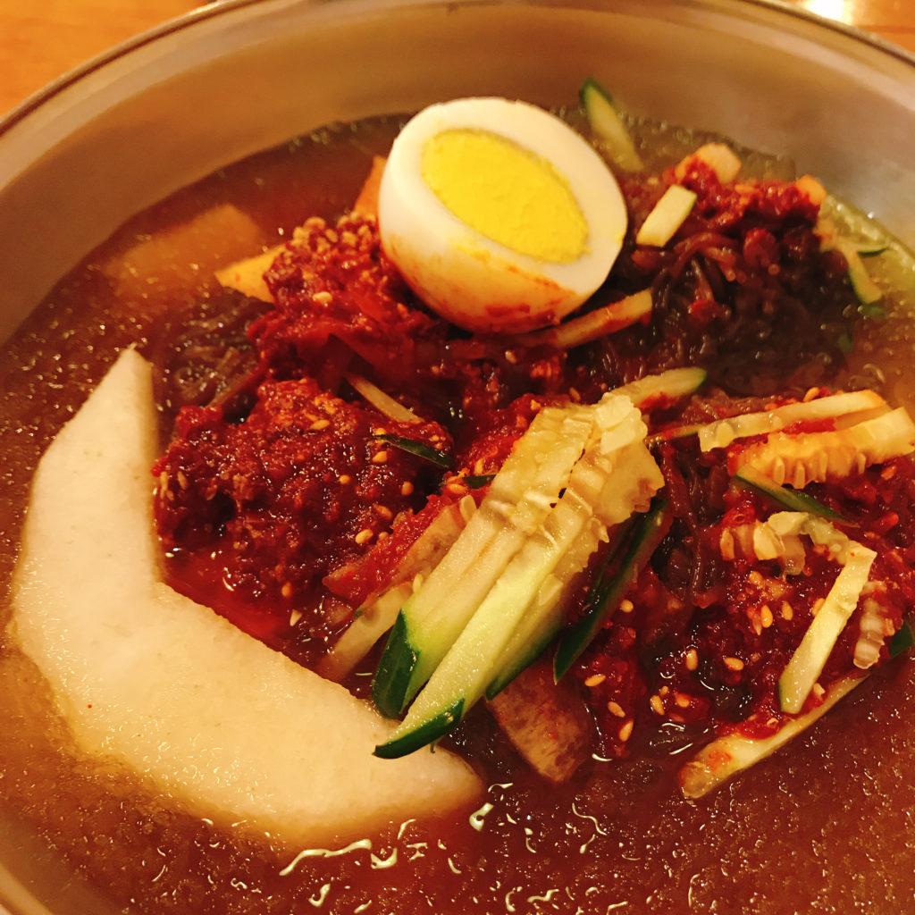 辛いタレは冷麺とよく合いますが、かなり辛い