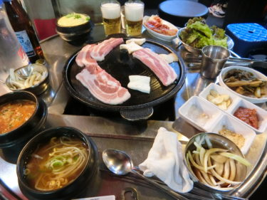 鍾路3街の焼肉通り「クァンジュチッ」でディープでレトロな韓国を体験