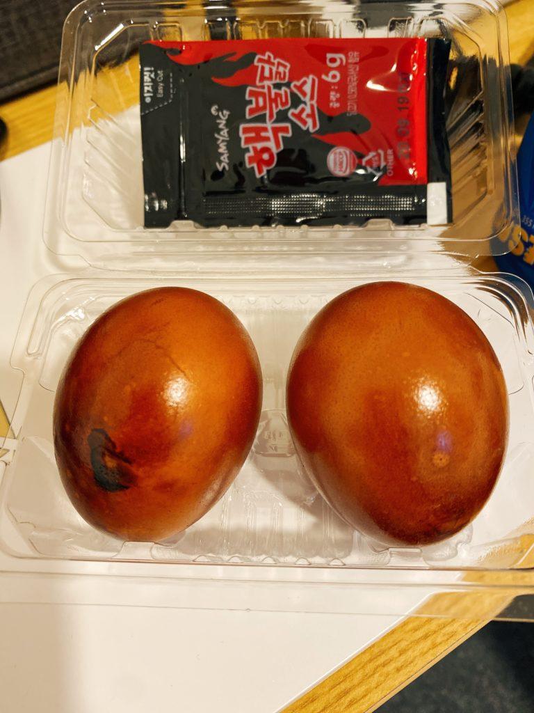 韓国で人気 プルダックソース付き燻製ゆで卵