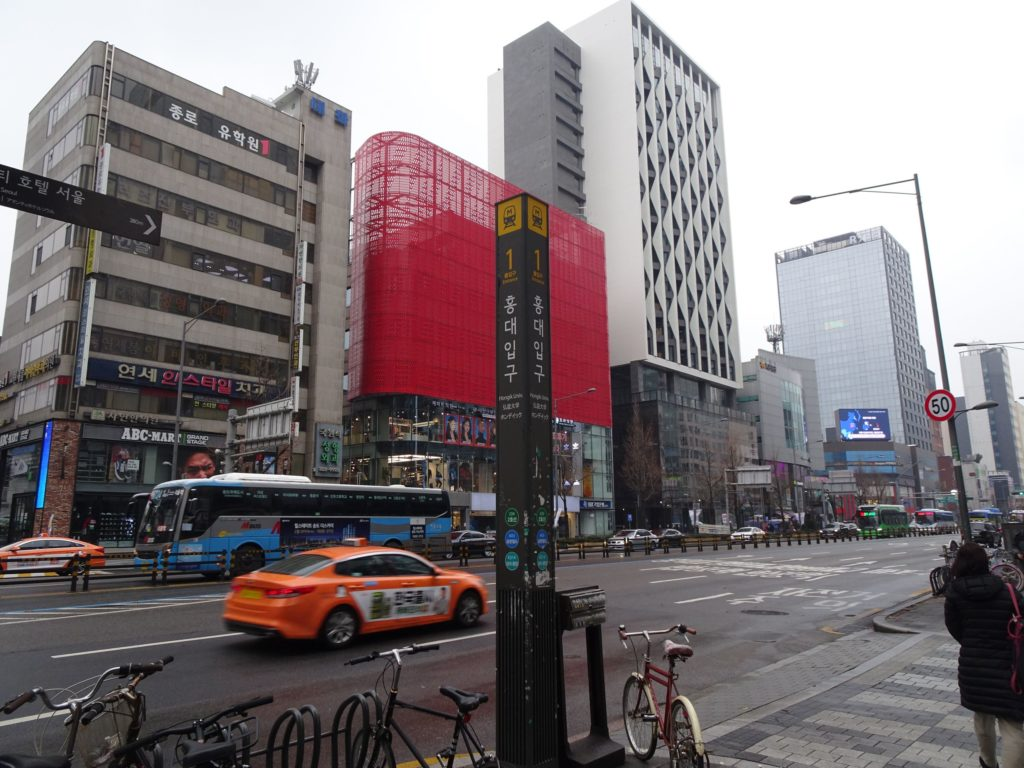 地下鉄2号線ホンデ駅1番出口