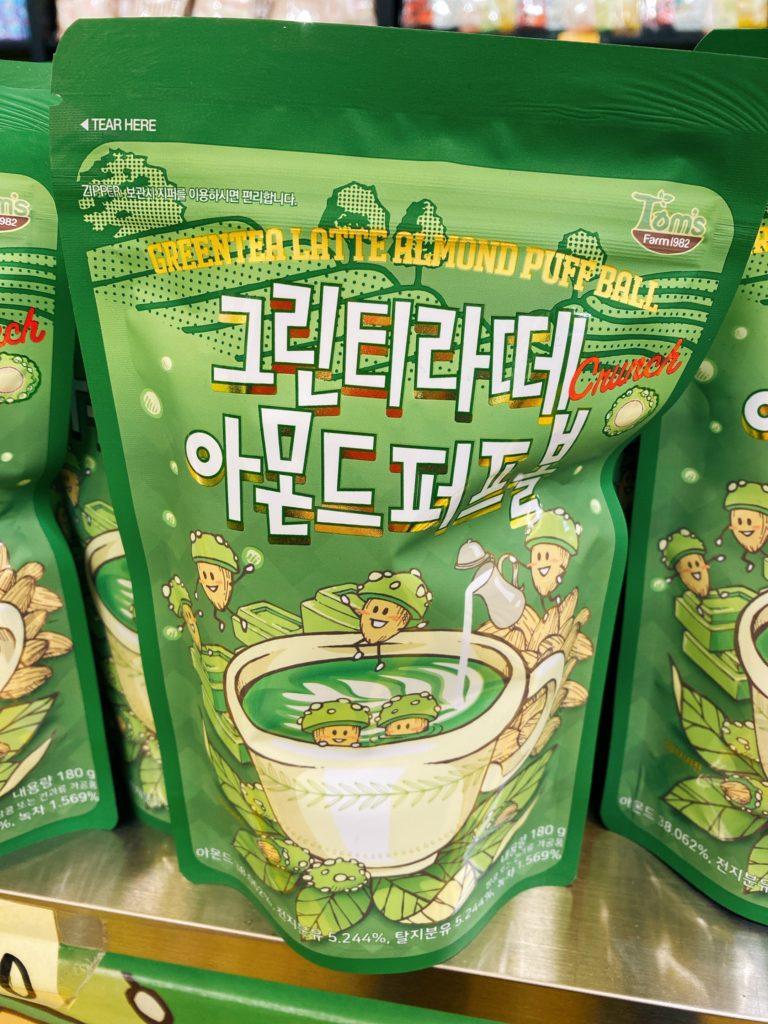 韓国お土産で人気のTom'sのアーモンド グリーンティーラテ味