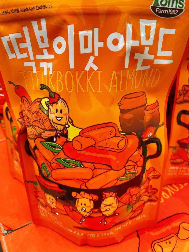 韓国お土産で人気のTom'sのアーモンド トッポギ味